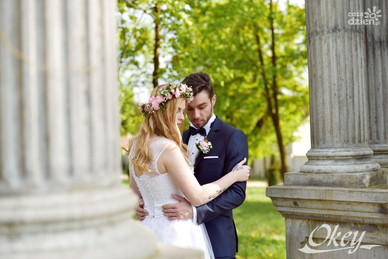 c4f67bf0e0005 Modny strój dla Pana młodego - Garnitur na ślub 2019
