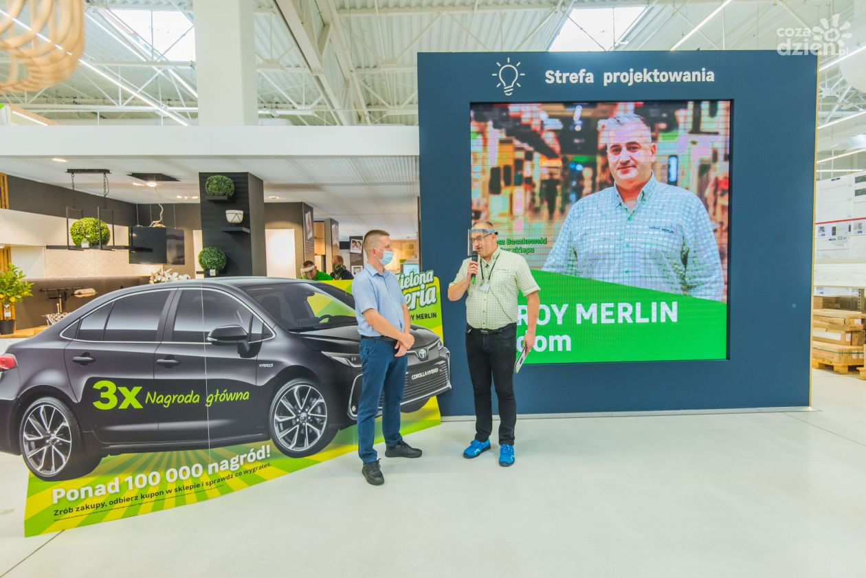 Zielona Loteria Leroy Merlin Toyota Corolla Sedan Hybryda Trafila Do Radomia Zdjecia