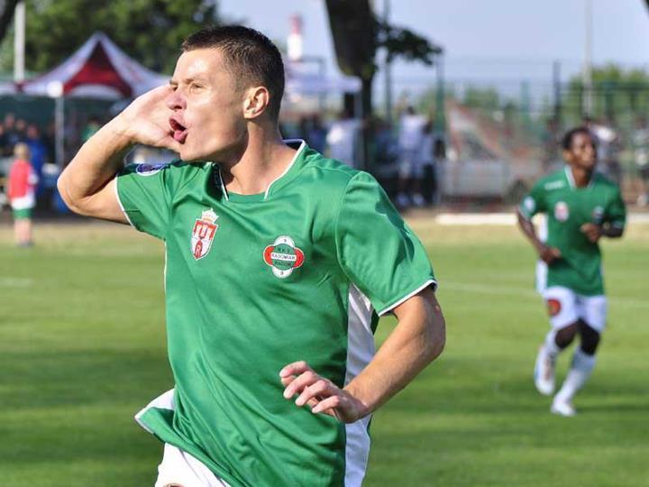 Marcin Figiel  fetujący bramkę dla Radomiaka w meczu z Pogonią