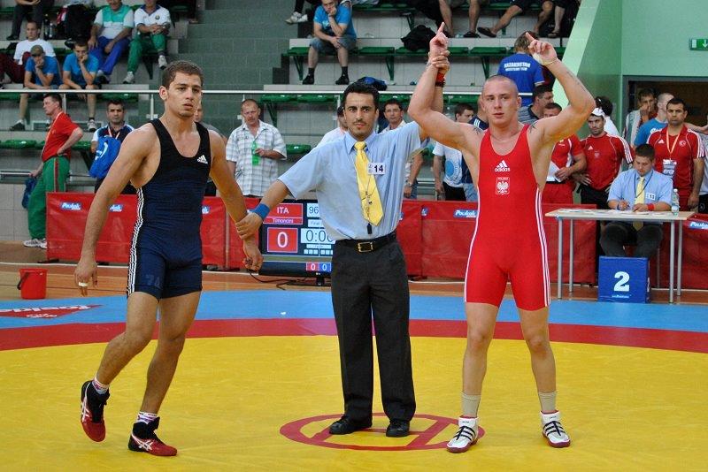 Piotr Przepiórka (POL) - po prawej stronie, cieszący się po wygranym pojedynku o trzecie miejsce z Egipcjaninem