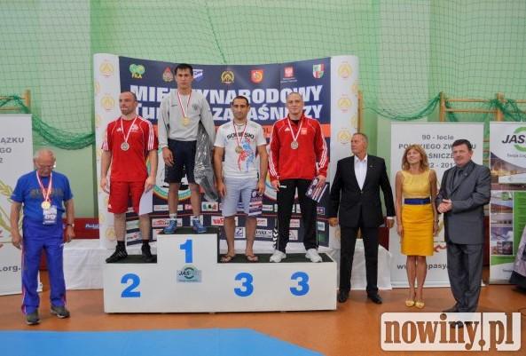 Podium w kategorii do 75kg. Piotr Przepiórka(POL) na III miejscu podium
