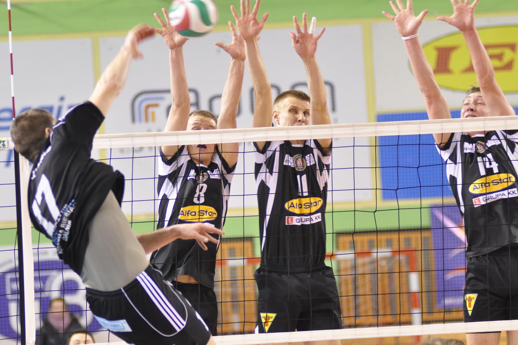 Czarni Radom - w bloku od lewej Kacper Gonciarz, Łukasz Kleczaj, Kamil Gutkowski