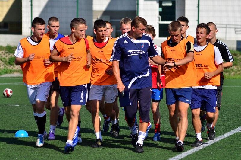 Drużyna Broni Radom wraz z trenerem Arturem Kupcem