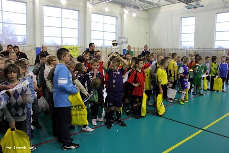 Turniej piłki halowej dzieci zrocznika 2002