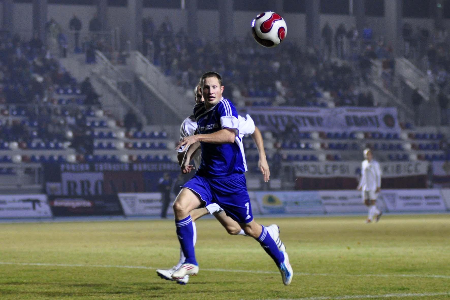Piłkarze Broni, będą faworytami sobotniej konfrontacji z Mazurem Karczew fot. S W