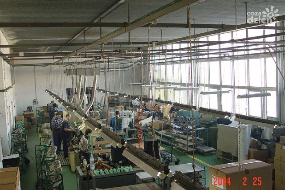 29e1abfcbe485 PPUH Solo - producent obuwia damskiego, to firma działająca w Radomiu od  1996 roku. Zakład zatrudnia około 50 osób. 70 procent działalności firmy to  ...