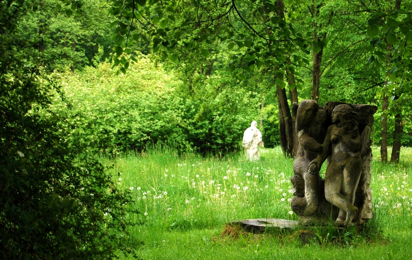 park wCentrum Rzeźby Polskiej wOrońsku